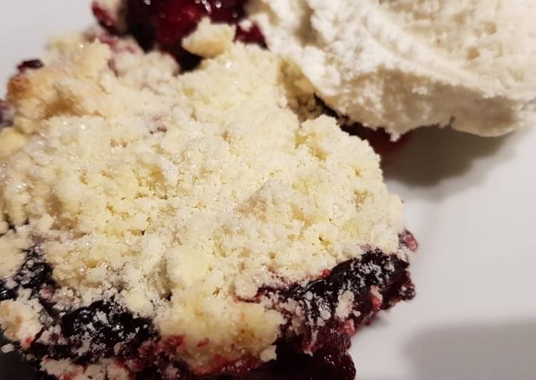 Recipe: Yummy Individual Blackberry and coconut crumble