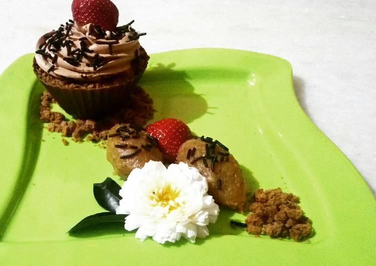 Edible Mug Representing cocoa pudding, caramelized banana Halwa