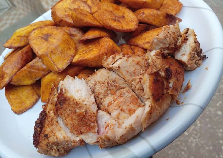 Grilled chicken breast with fried plantain
