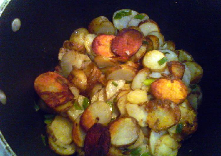 Smothered potatoes with green onions