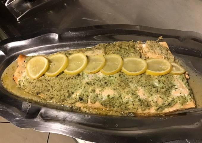 Filet de saumon sauvage en papillote au fumet de homard échalotes persil crème et citron