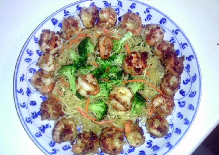 30 Minute Recipe of Homemade spicy shrimp and stir fry noodles.