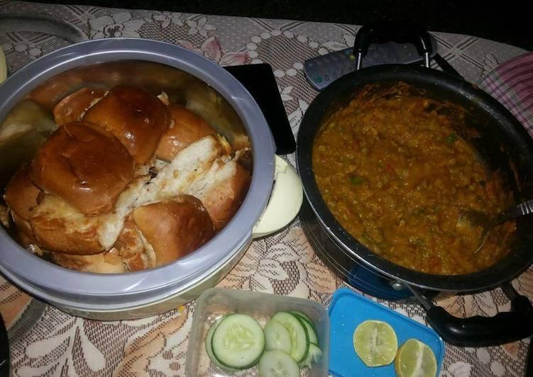 Recipe of Favorite Sunday spl.. pav bhaji.