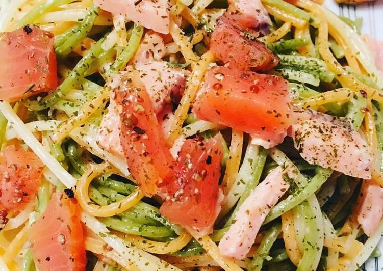 Spaghettis tricolores au Saumon fumé cru et cuit