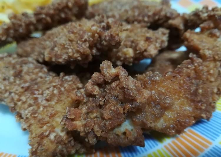 Straccetti di pollo con panatura di fiocchi d'avena integrali.