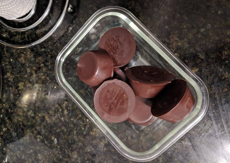 Keto: Peanut Butter Chocolate Fat Bombs