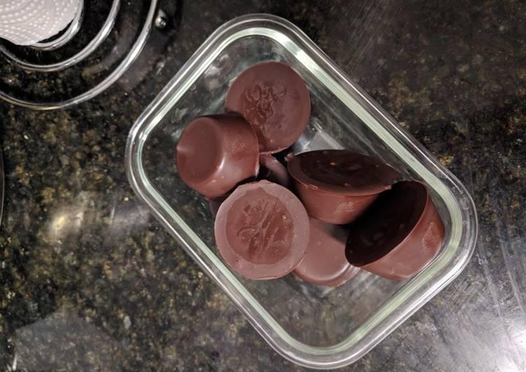 Keto: Peanut Butter Chocolate Fat Bombs