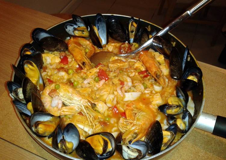 Easiest Way to Cook Perfect Seafood and Chicken Paella
