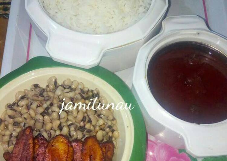 Rice and stew with beans and plantain