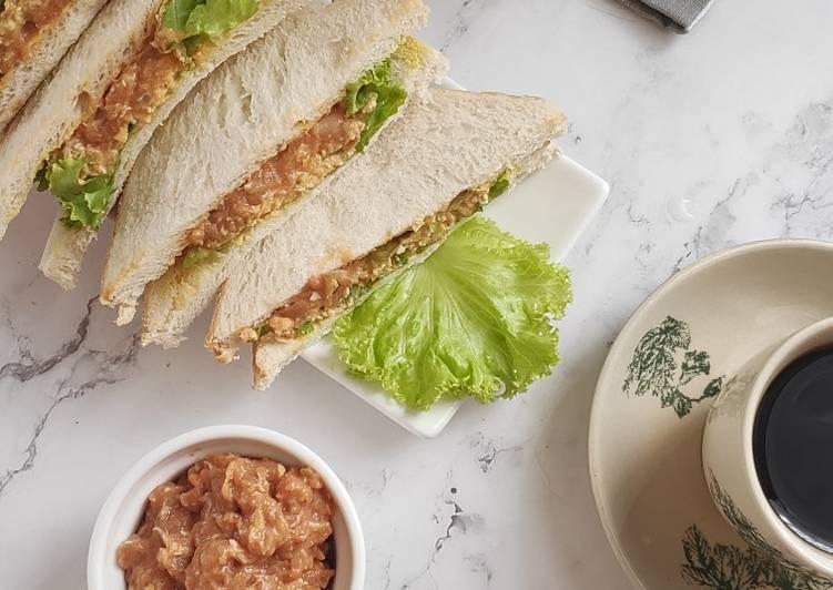 Resepi:  Sandwich Tuna & Kacang Panggang Simple