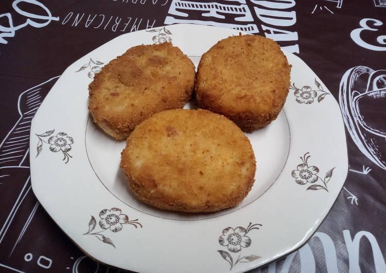 Croquettes de pomme de terre, aux oignons, lardons et fromages