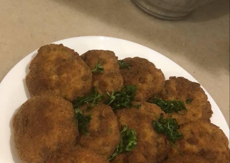 كفتة الدجاج والبطاطس المقلية