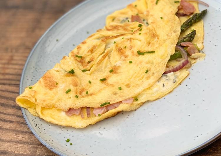 Asparagus, Ham and Blue Cheese omelette