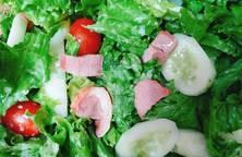 Bữa tối nhanh gọn với salad dưa chuột cà chua lườn ngỗng