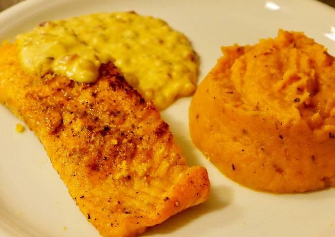 Lachs mit Zitronen-Zwiebel-Thymian Soße und Süßkartoffelpüree