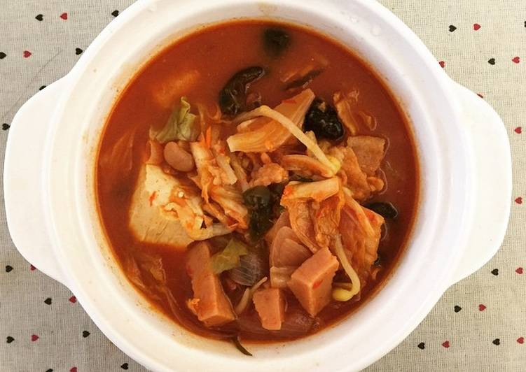 30 Minute Recipe of Super Quick Homemade Budae-jjigae 부대찌개