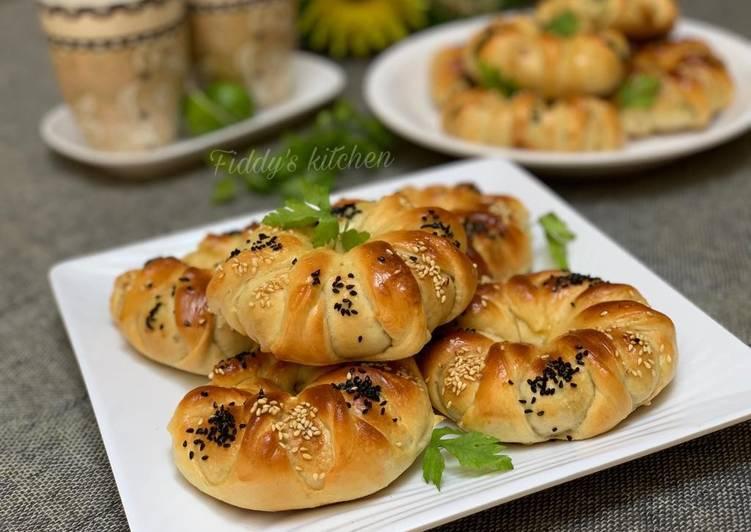 Mincedmeat stuffed bread rolls