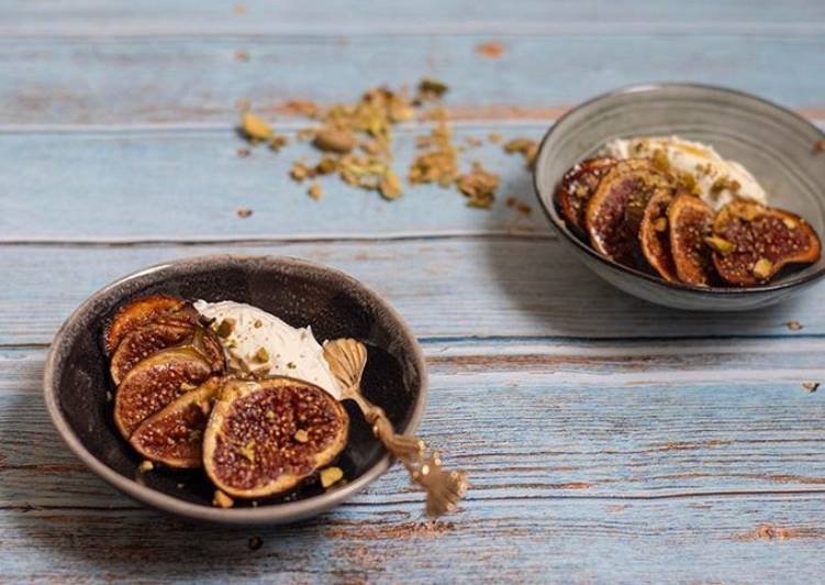 Spices baked figs
