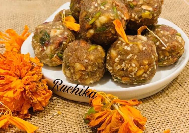 Dates and dry fruits ladoo