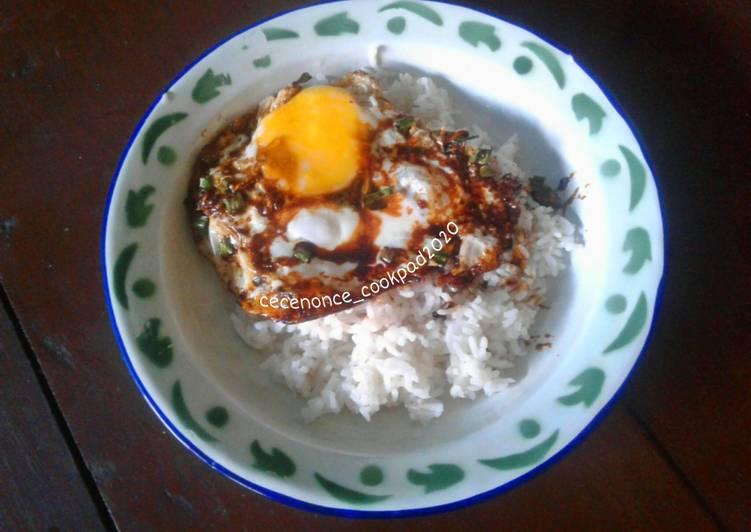 Langkah Mudah untuk Menyiapkan Nasi Telur Ceplok Kecap yang Enak