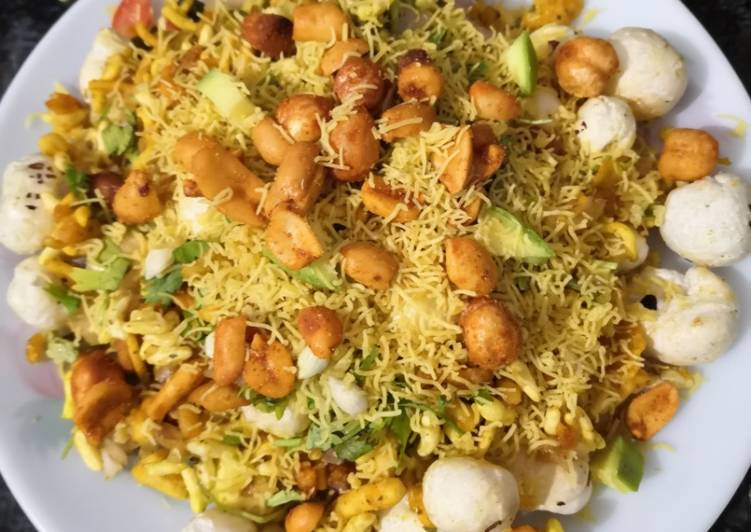 5 Minute Steps to Make Special Makhana bhel