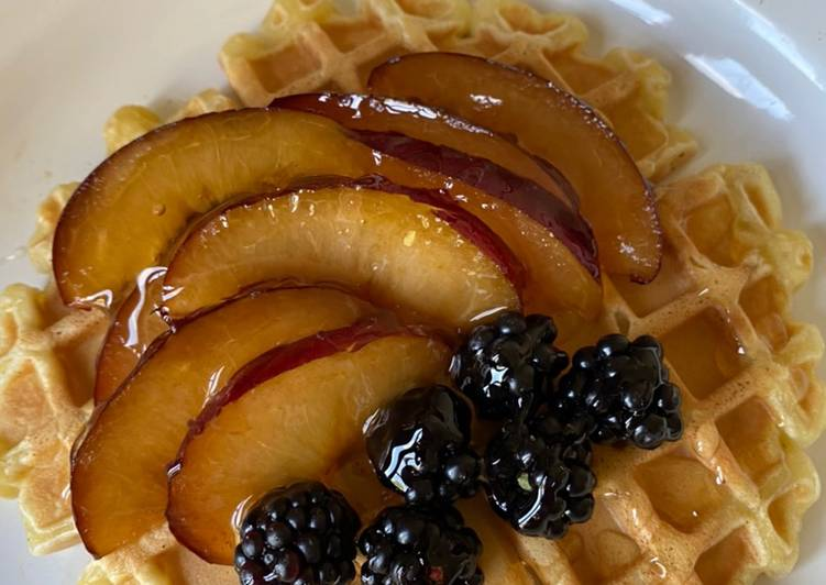 How to Prepare Yummy Waffles with fruit and honey