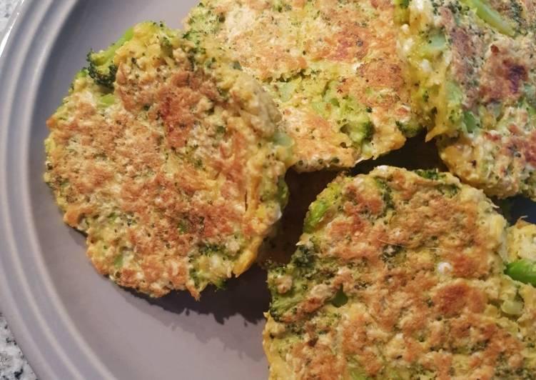 Hamburguesas de pollo y brócoli