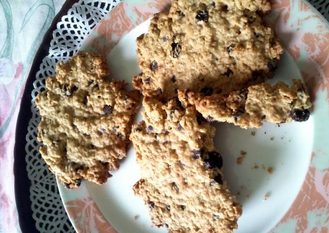 Recipe Tasty Oats, chochip & raisin cookies