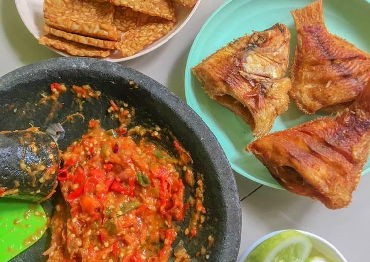 Ikan nila goreng & sambal tomat