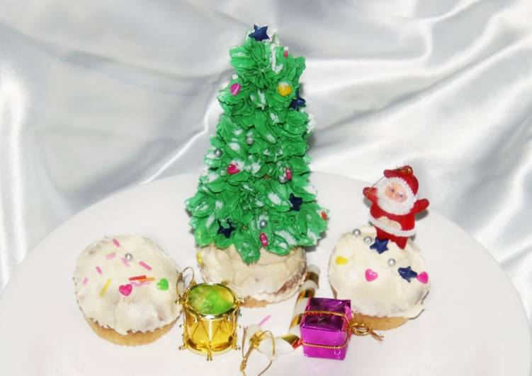 How to Prepare Appetizing Christmas Tree CupCake