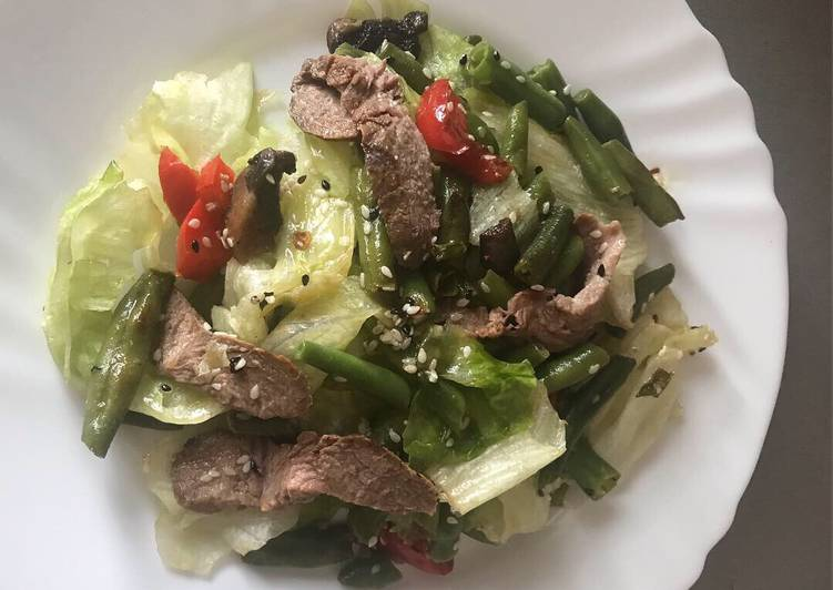 теплый салат с ростбифом