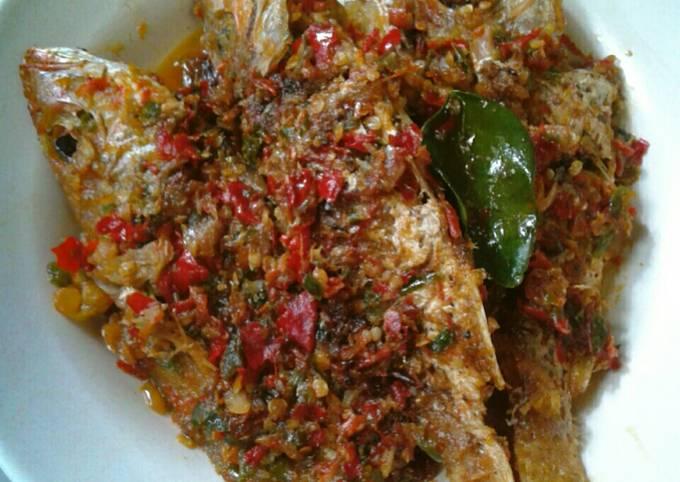 Resep Sambal Ikan Ekor Kuning Bikinramadhanberkesan Oleh Jessie Nathania Cookpad