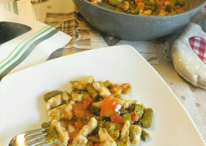 Bocconcini di pollo con asparagi e carciofi