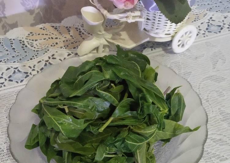 Daun singkong rebus(tetap hijau)