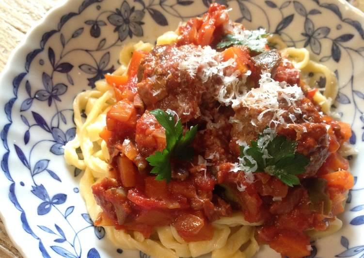 Spaghetti & Meatballs with Chunky Veggie Tomato Sauce
