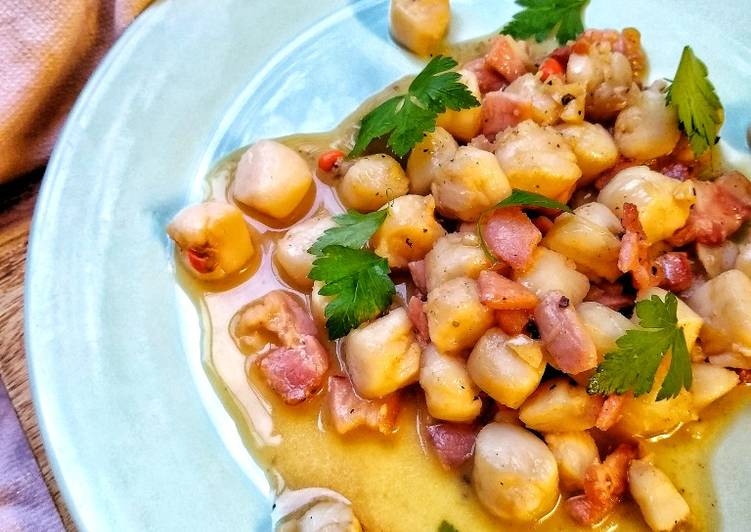 Steps to Prepare Perfect Manx Queenies & Smoked Bacon In A Garlic Butter Sauce