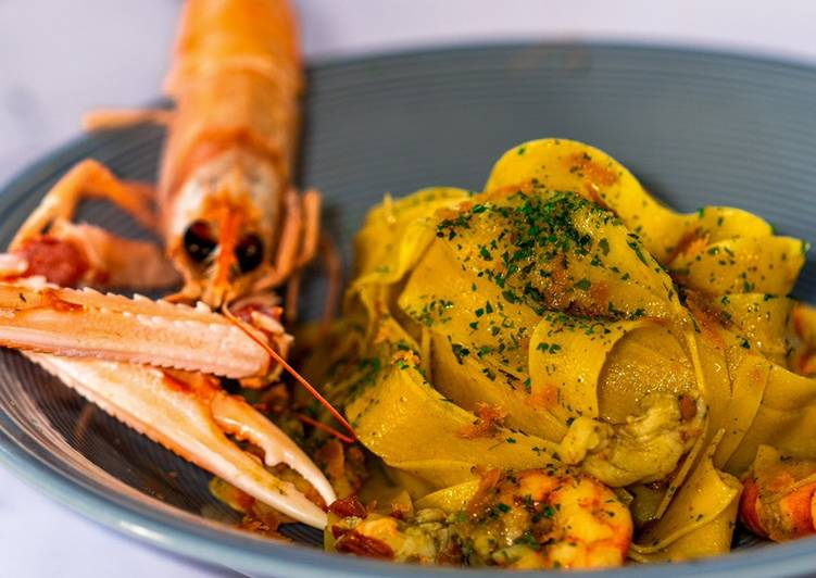 How to Prepare Tasty Pappardelle with Crustaceans with Parsley and Anchovies Cream