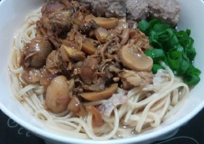 Mi Ayam Jamur Bakso-Noodle Soup with Chicken Mushroom & Meatball