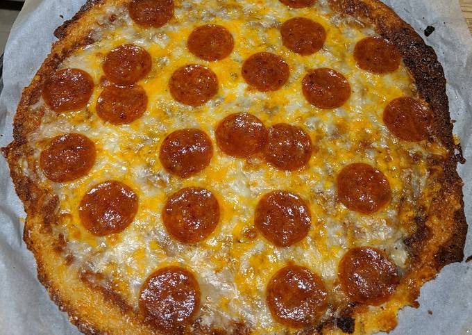 Keto Pepperoni Pizza