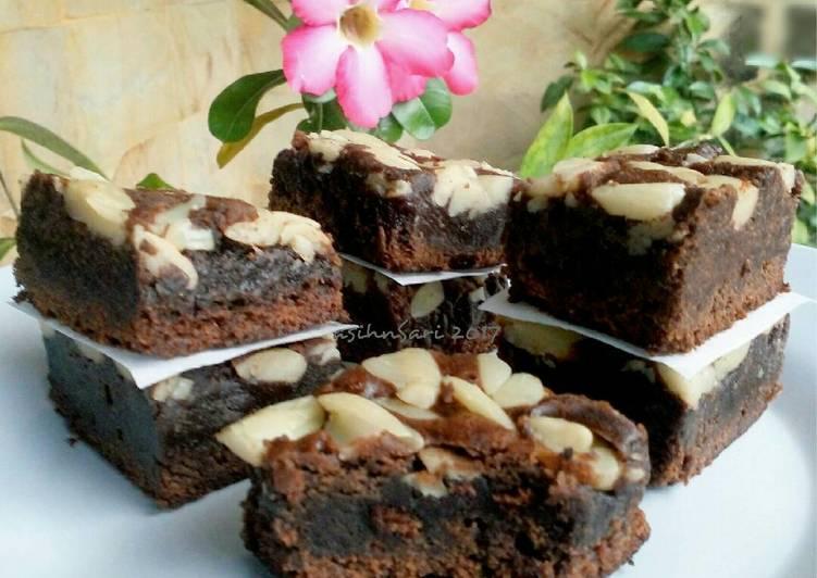 Bagaimana Menyiapkan Brownies Panggang Kenari, Enak