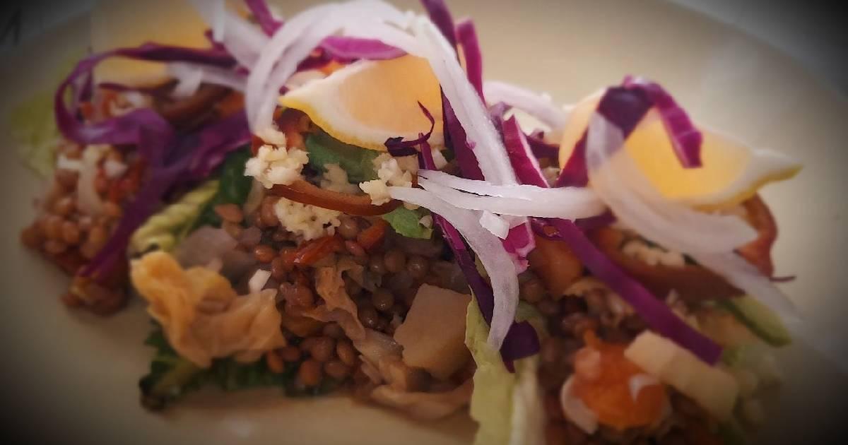 Ensalada templada de lentejas, cogollos y ceviche vegano
