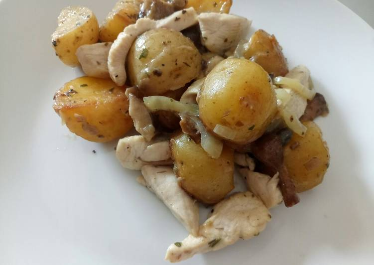 Chicken, mushrooms and potatoes in beer