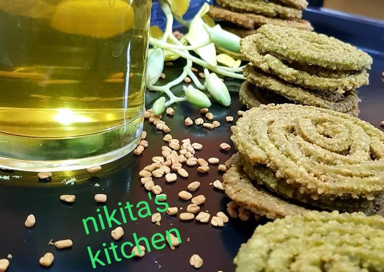 Spinach Chakli with Fenugreek tea