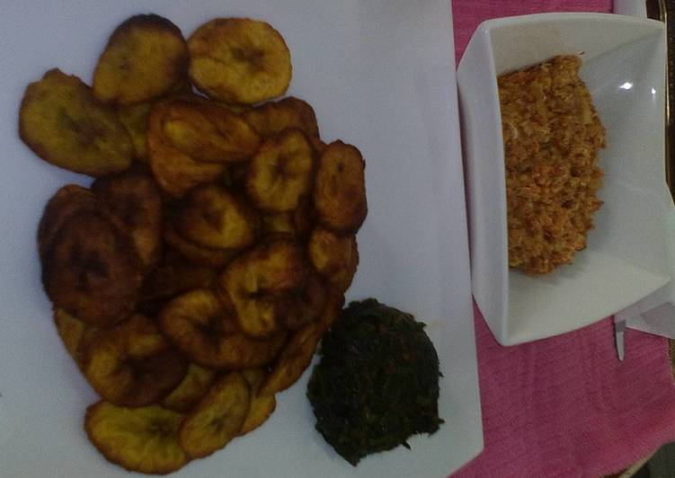 Fried plantain with egg sauce and vegetable