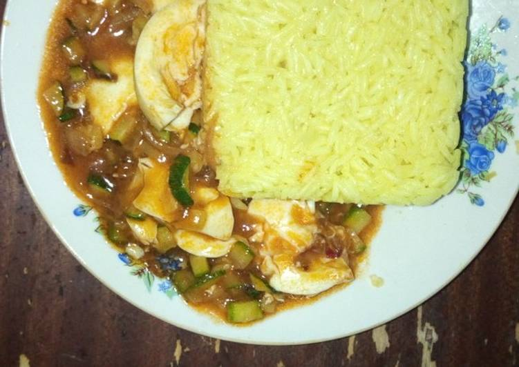 Recipe of Award-winning Tumeric rice and egg curry