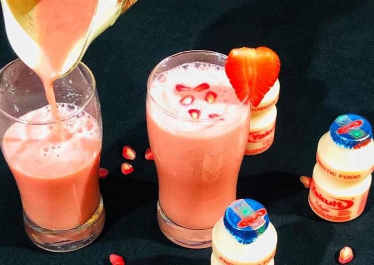 Recipe of Super Quick Homemade Strawberry Pomegranate Smoothie