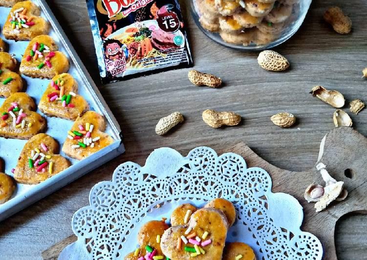 Kue Kacang Pedas Huh Hah