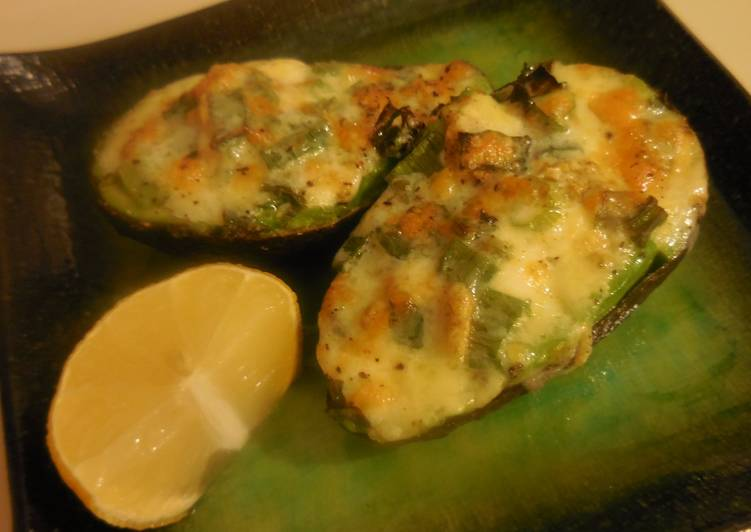 How to Make Quick Baked Avocado&Cheese Appetizer