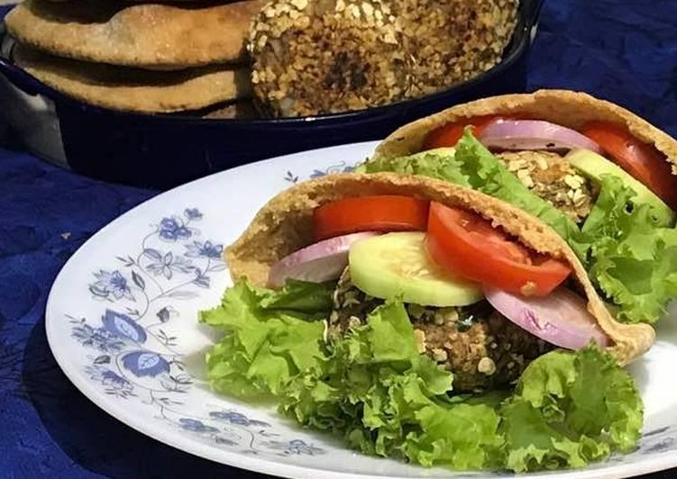 Oats banana tikki with pita bread