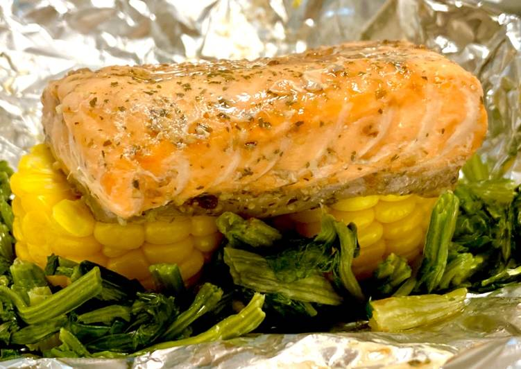 Foil Wrapped Salmon & Vegetable Grill